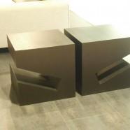 Tavolino/comodino portariviste PIRAMIDE 45×45 legno scuro Oak
